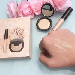 مجموعة اضاءة بيكا  Glow on The Go Shimmering Skin Perfector® Opal